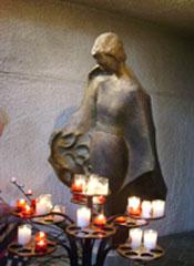 Фигура Жанны д'Арк в соборе, фото Н. Скундиной