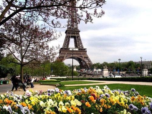 поехать в Париж недорого