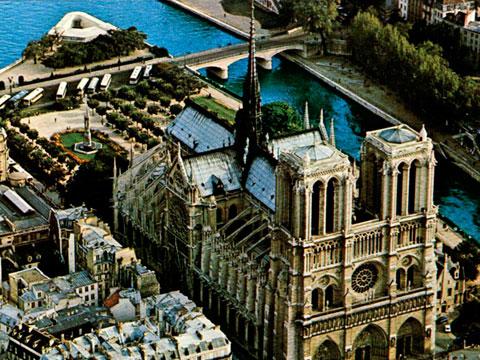 Вид на собор Нотр-Дам и на Сену