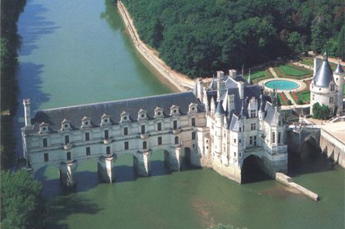 Вид на замок Шенонсо с высоты птичьего полета