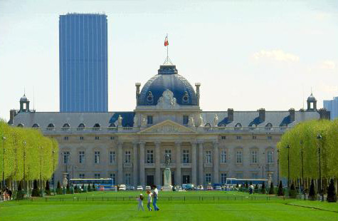 Вид на Военную школу и башню Монпарнас