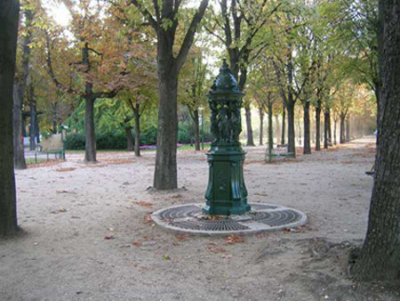 Елисейские поля в Париже осенью