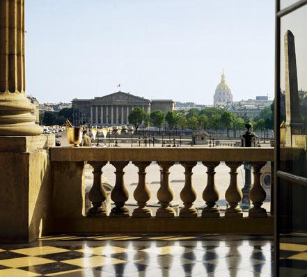Вид из отеля Крийон на площадь Согласия
