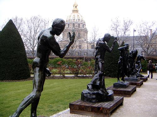 скульптуры в саду музея Родена