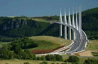 Мост Мийо во Франции