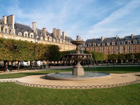 площадь Вогезов в Париже