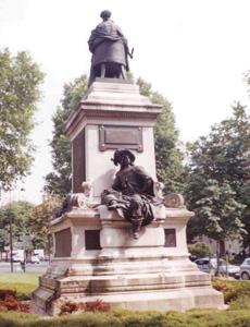Памятники Парижа