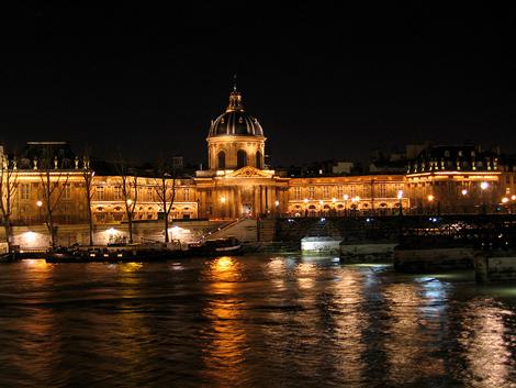 Институт Франции в Париже ночью