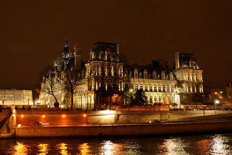 Мэрия Парижа ночью