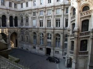 Отель-де-Виль. Внутренний двор.