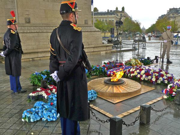 Могила неизвестного солдата в Париже-2