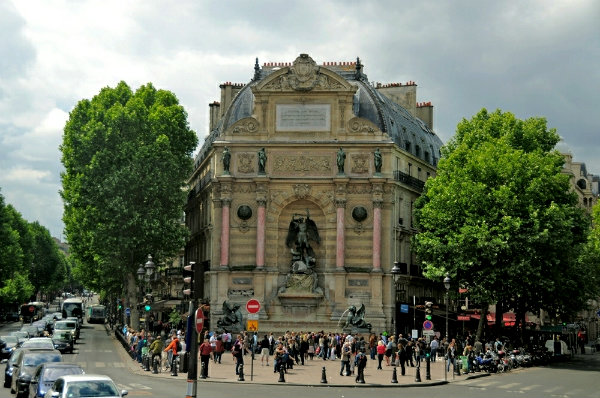 Площадь Сен-Мишель в Париже
